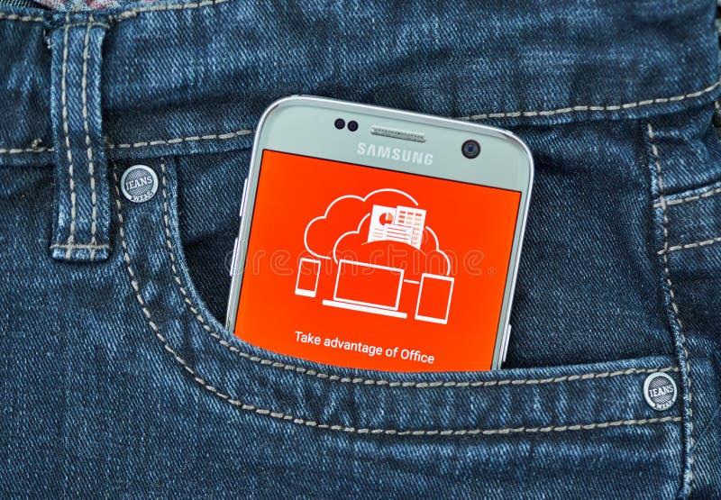 De mobiele toepassing van Microsoft Office op het scherm van Samsung stock fotografie