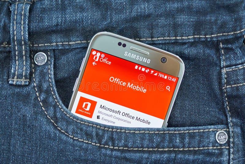 De mobiele toepassing van Microsoft Office op het scherm van Samsung stock afbeeldingen