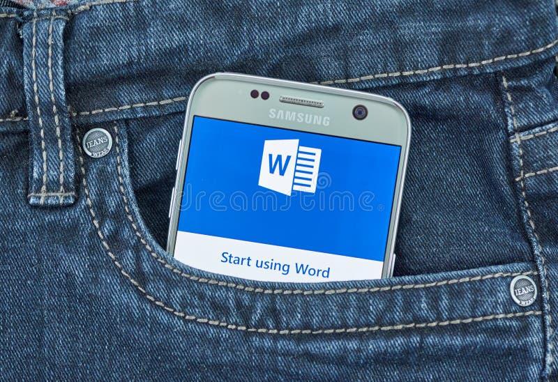 De mobiele toepassing van Microsoft Word op het scherm van Samsung royalty-vrije stock foto