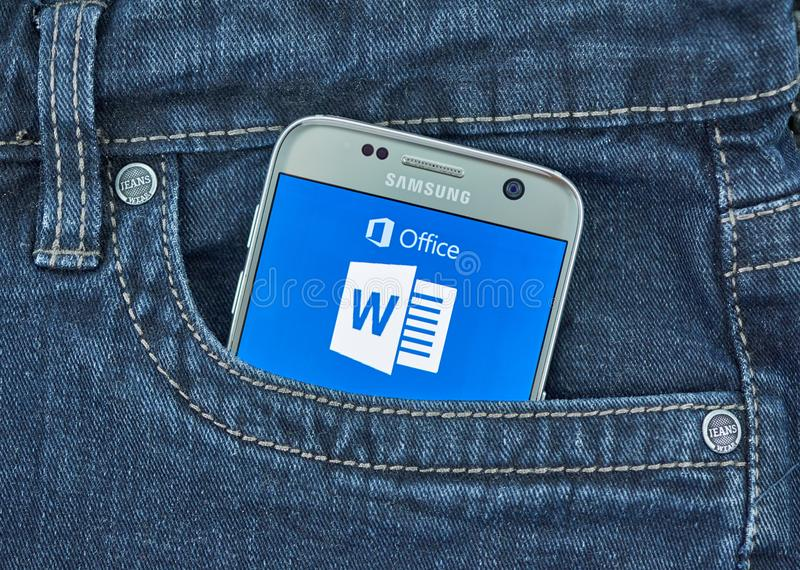 De mobiele toepassing van Microsoft Word op het scherm van Samsung royalty-vrije stock afbeelding