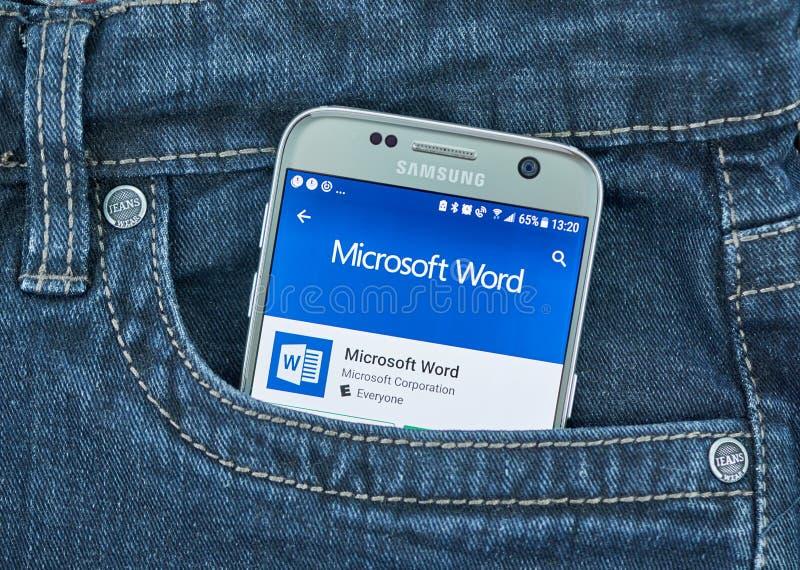 De mobiele toepassing van Microsoft Word op het scherm van Samsung stock afbeelding