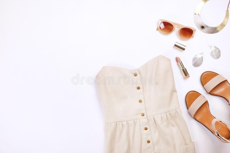 De moda modernos buscan el lookbook elegante del blog de la moda Endecha plana de la ropa elegante para la revista de la mujer fotos de archivo libres de regalías