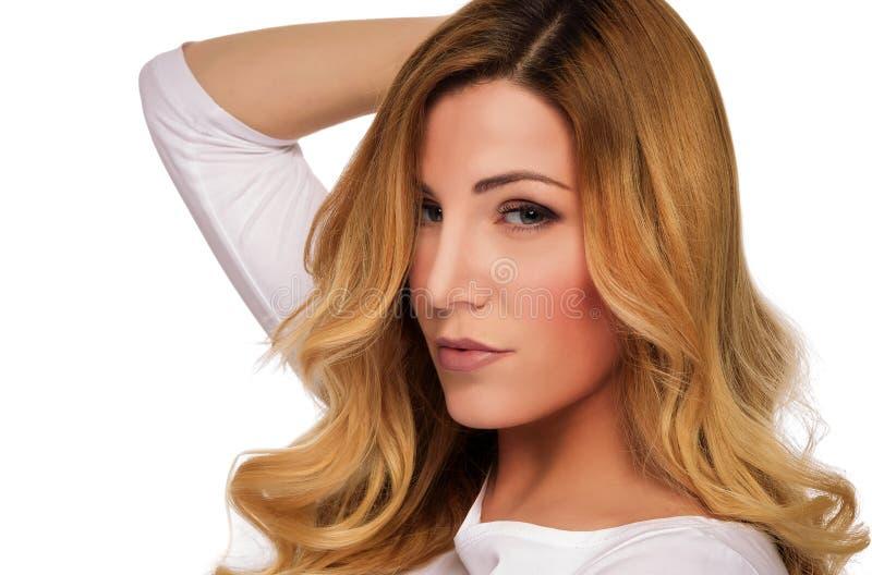 De modelvrouw van het blondehaar Vrouwelijk portret Het schot van de studio stock foto's
