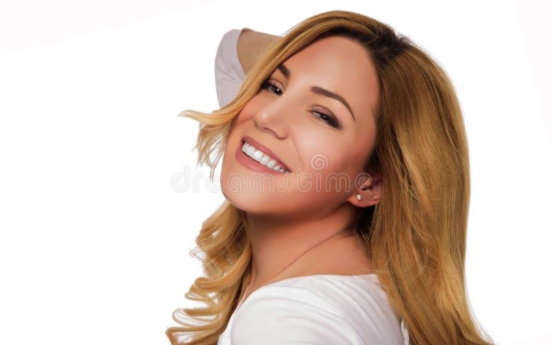 De modelvrouw van het blondehaar Vrouwelijk portret Het schot van de studio royalty-vrije stock afbeelding