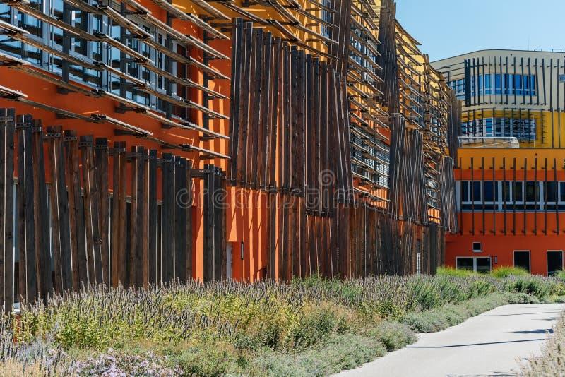 De moderne architectuurbouw op de Universiteit van Wenen stock foto
