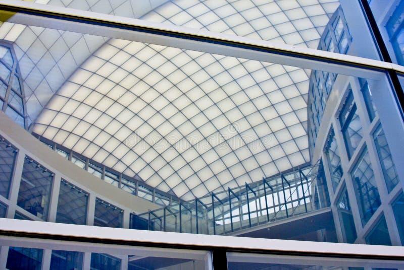 De moderne Bouw met Atrium stock foto's