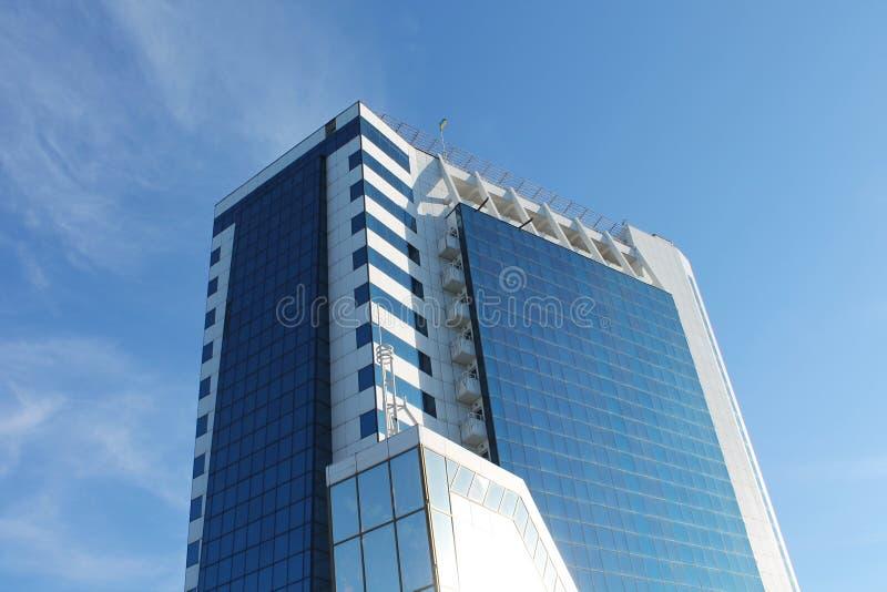 De moderne bouw tegen de hemel stock afbeelding for Moderne bouw