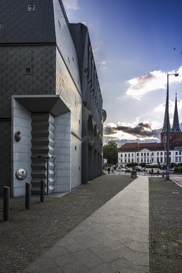 De moderne bouw van berlijn redactionele foto afbeelding for Moderne bouw