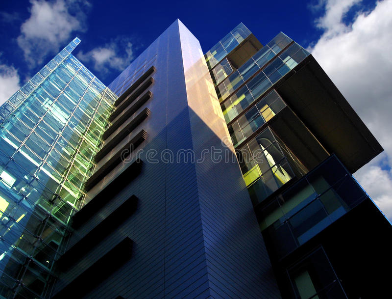 De moderne bouw van hof, Manchester, het UK stock afbeelding