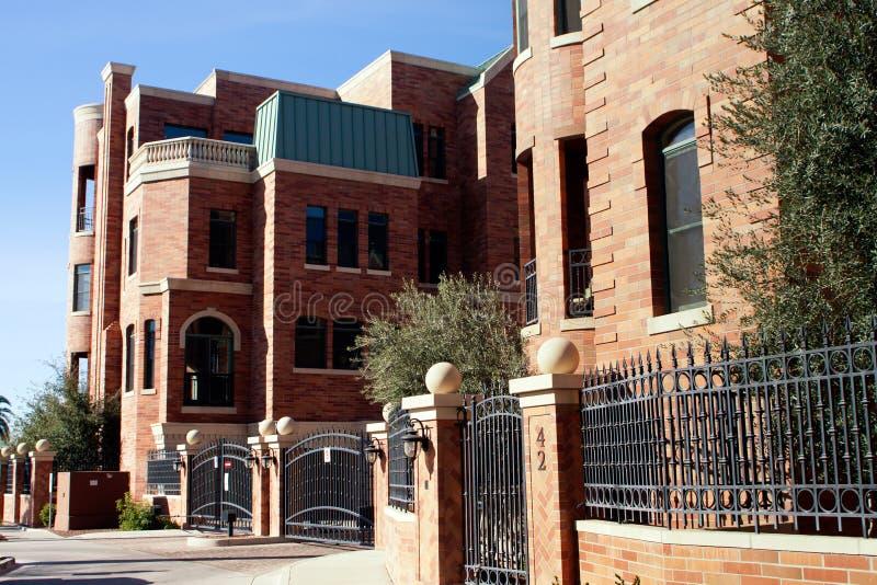 De moderne Brownstone Huizen van de Stad van het Flatgebouw met koopflats royalty-vrije stock foto's