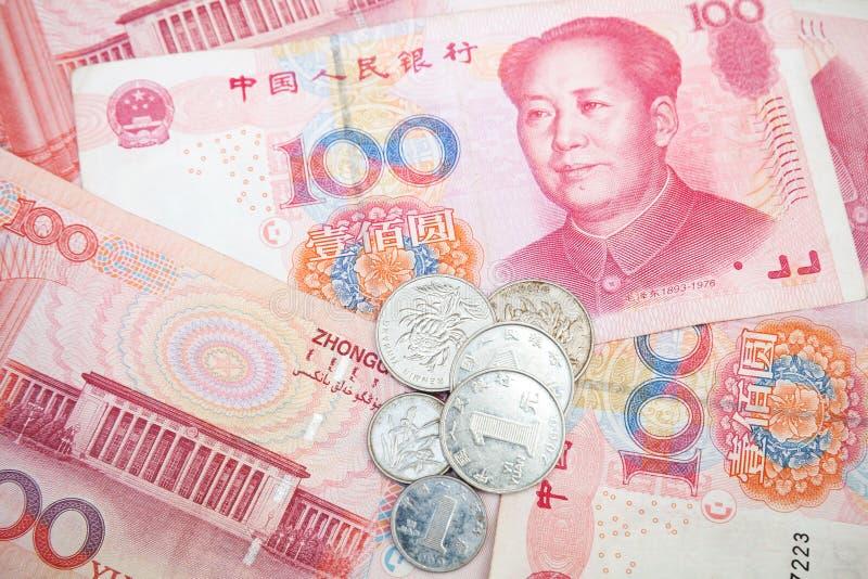 De moderne Chinese bankbiljetten en de muntstukken van de yuansrenminbi royalty-vrije stock afbeeldingen