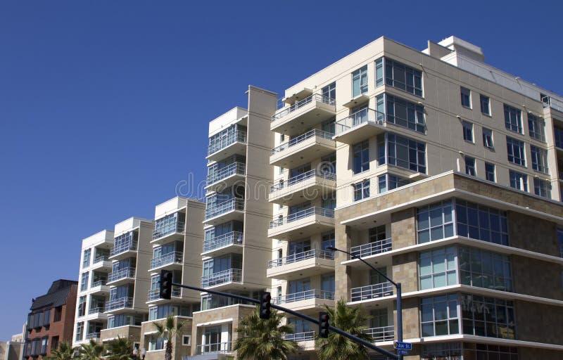 De moderne Flatgebouwen Van de binnenstad van de Stad stock foto