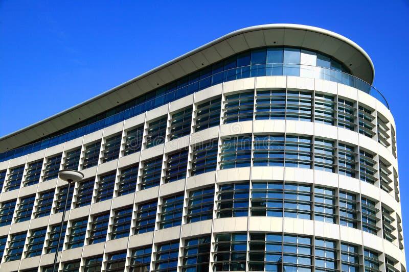 De moderne futuristische bouw van het architectuurbureau royalty-vrije stock fotografie