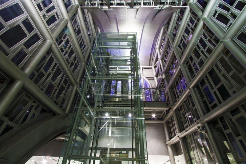 De moderne industriële structuur van metaalpylonen royalty-vrije stock afbeelding