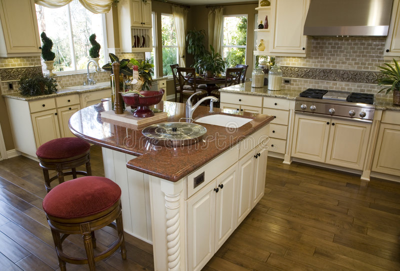De moderne keuken van het luxehuis. royalty-vrije stock foto's