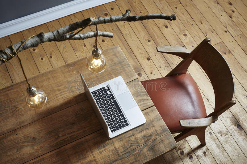 De moderne lamp van de de lijsttak van het Desktop stedelijke ontwerp houten royalty-vrije stock foto's