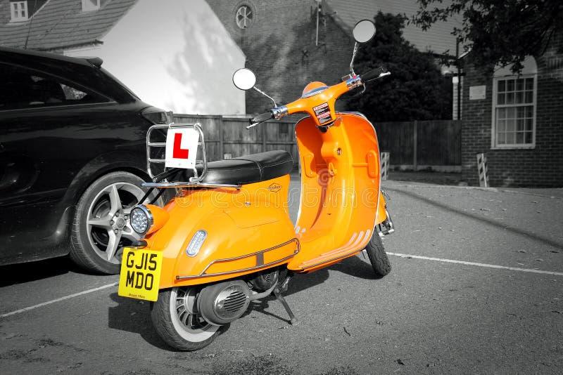 De moderne mod.-fiets van vespalambretta stock afbeelding