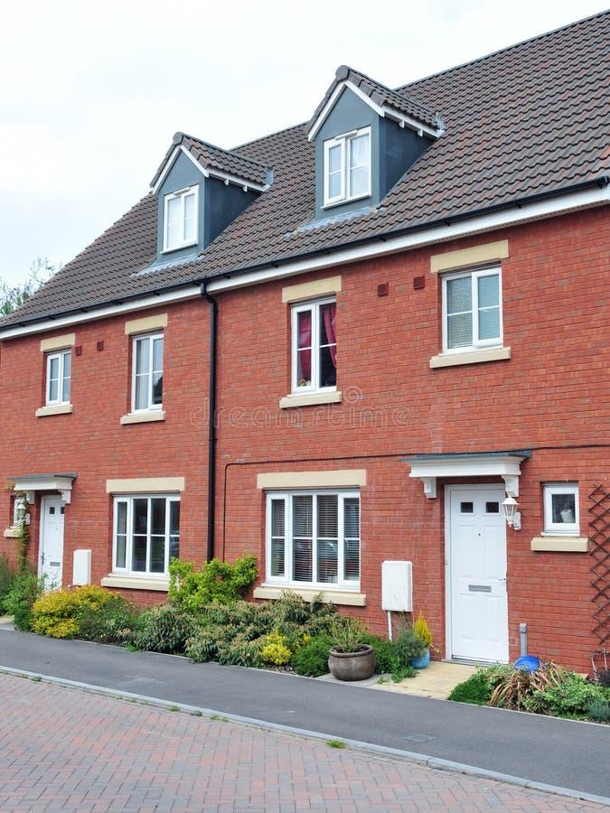 De moderne rode huizen van de baksteen stock afbeelding afbeelding 25220175 for Afbeelding van moderne huizen