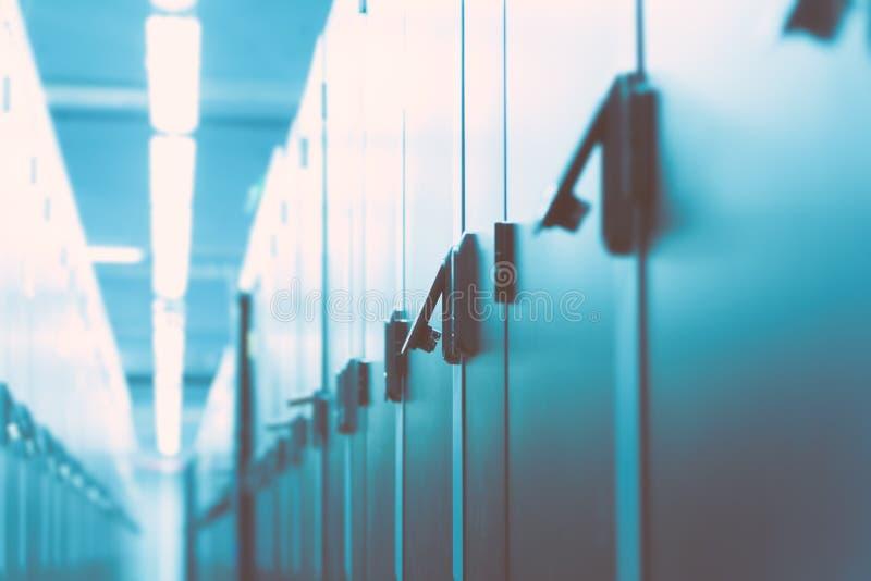De moderne ruimte van het gegevenscentrum stock afbeeldingen