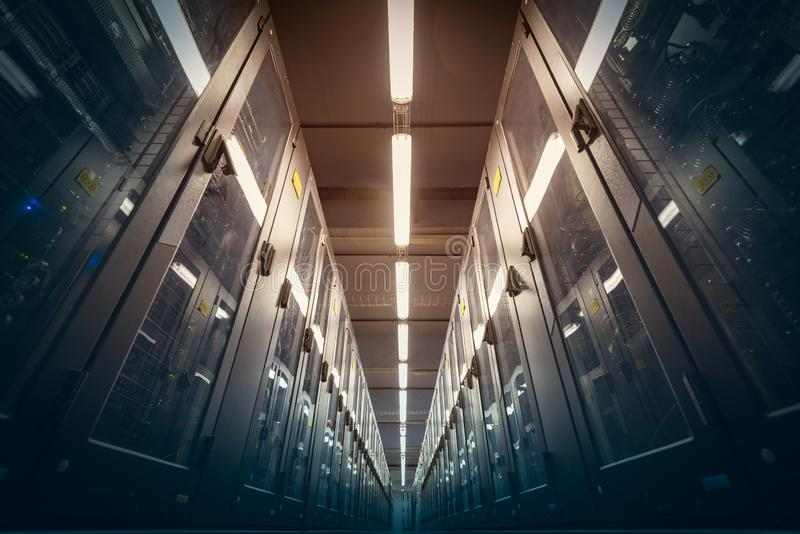 De moderne ruimte van het gegevenscentrum stock afbeelding