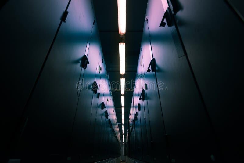 De moderne ruimte van het gegevenscentrum stock fotografie