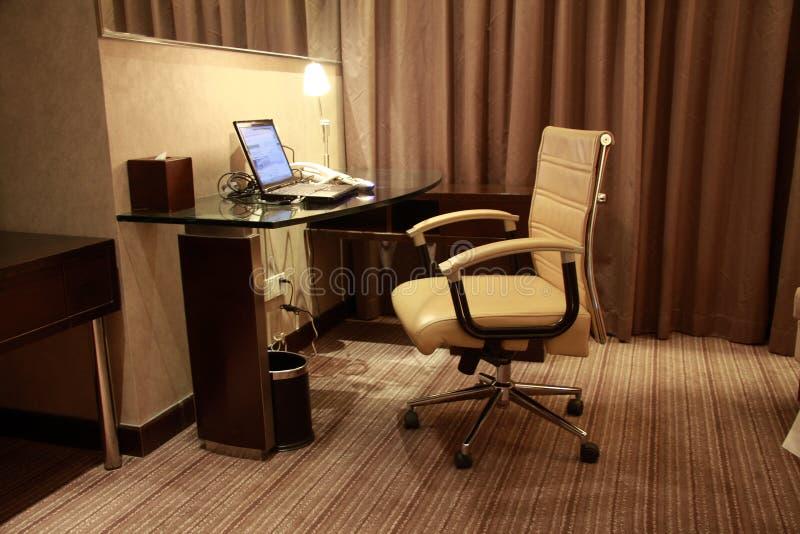 De moderne ruimte van het upscalehotel royalty-vrije stock foto's