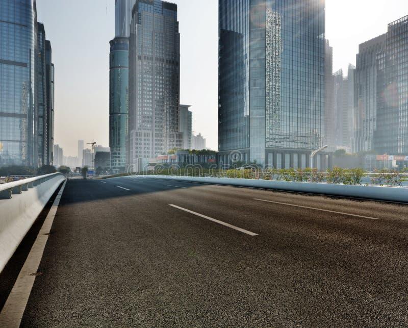 de moderne Stadsbouw en de bureaubouw shenzhen binnen royalty-vrije stock foto's