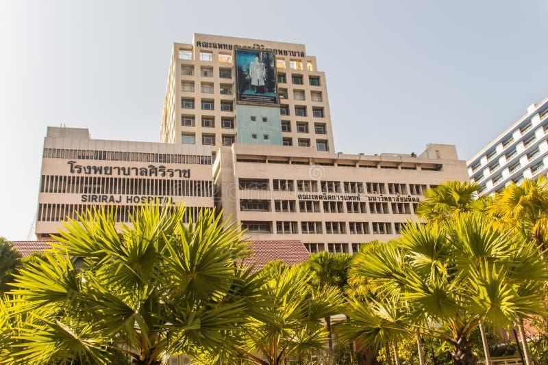 De moderne stijl bouw van Faculteit van het Ziekenhuis van Geneeskundesiriraj bij het Siriraj-ziekenhuis, het oudste en grootste  stock foto