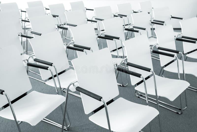 De moderne stoelen van de conferentieruimte stock foto