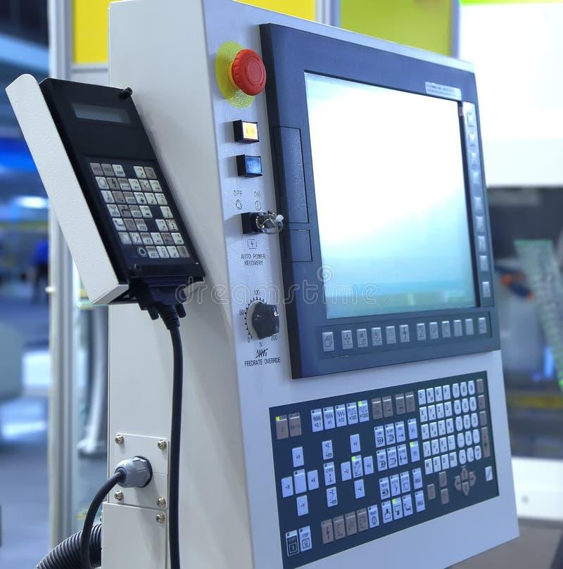 De moderne terminal van de machinecontrole met monitor en toetsenbord royalty-vrije stock afbeelding
