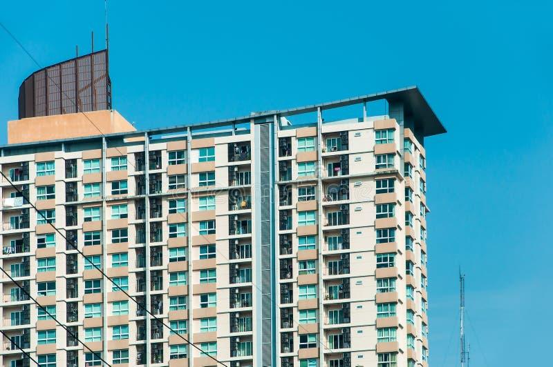 De moderne woonflatbouw bij de weg Bangkok Thailand van Ploenchit Sukhumvit stock foto's
