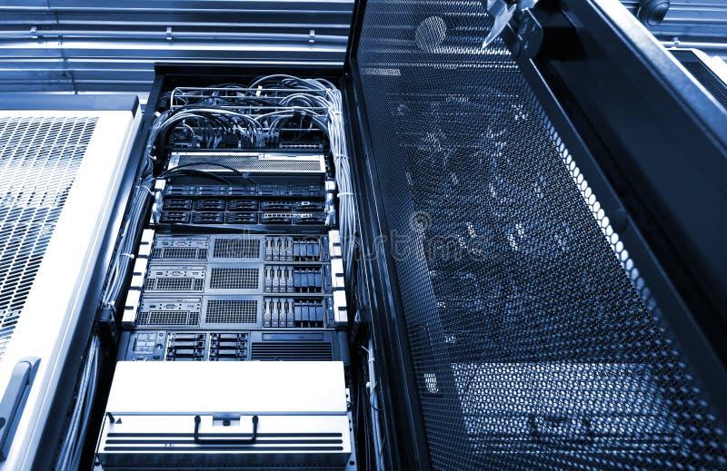 De module van het celmateriaal van gegevensverkerenterminal op het werk Radiostationbinnenland met technische rij stock foto's