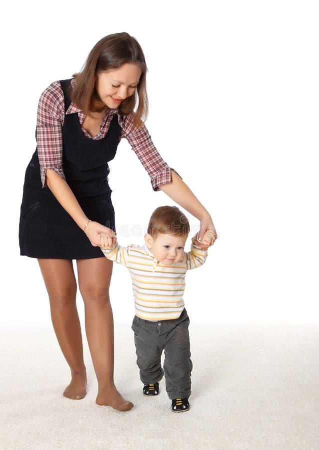 De moeder en haar weinig zoon die samen speelt royalty-vrije stock foto