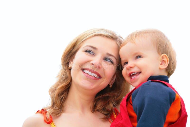 De moeder houdt kind op handen royalty-vrije stock foto