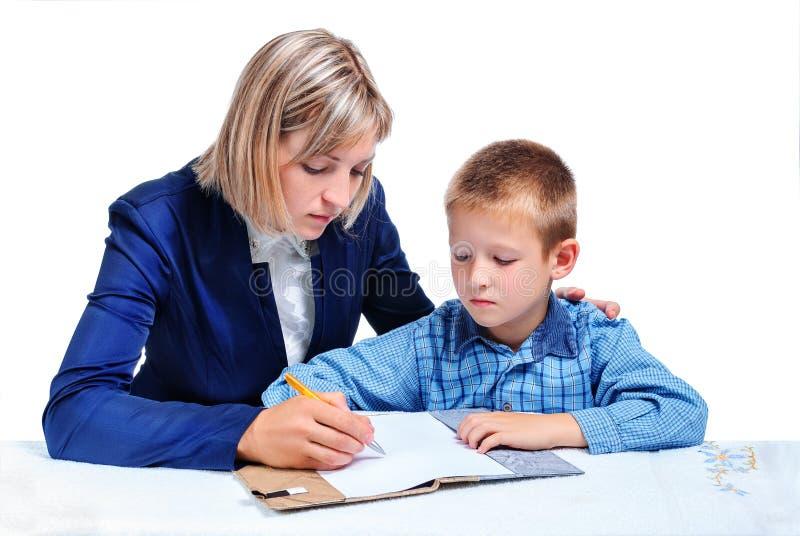 De moeder onderwijst het kind royalty-vrije stock afbeeldingen