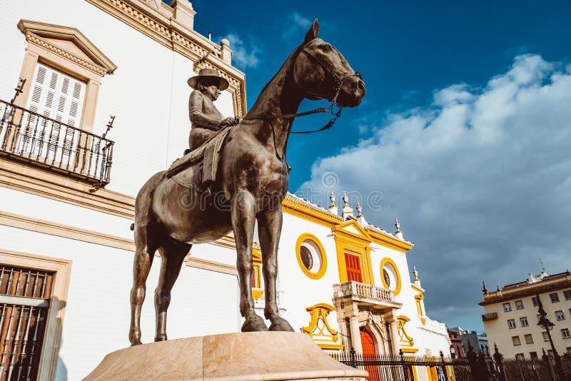 De moeder van La Augusta Senora Condesa de Barcelona van Juan Carlos I Het ruiterstandbeeld stock afbeeldingen