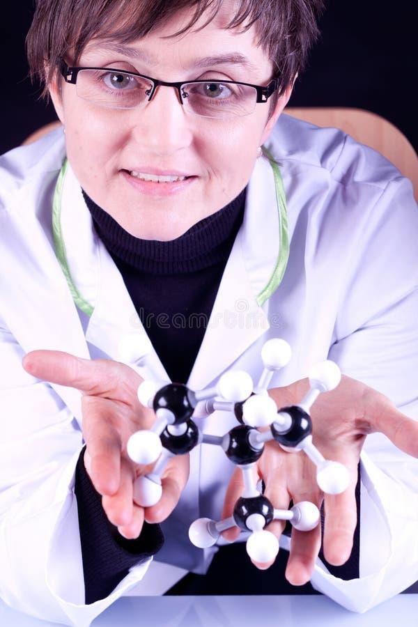 De Molecules van de Examens van de wetenschapper stock afbeelding