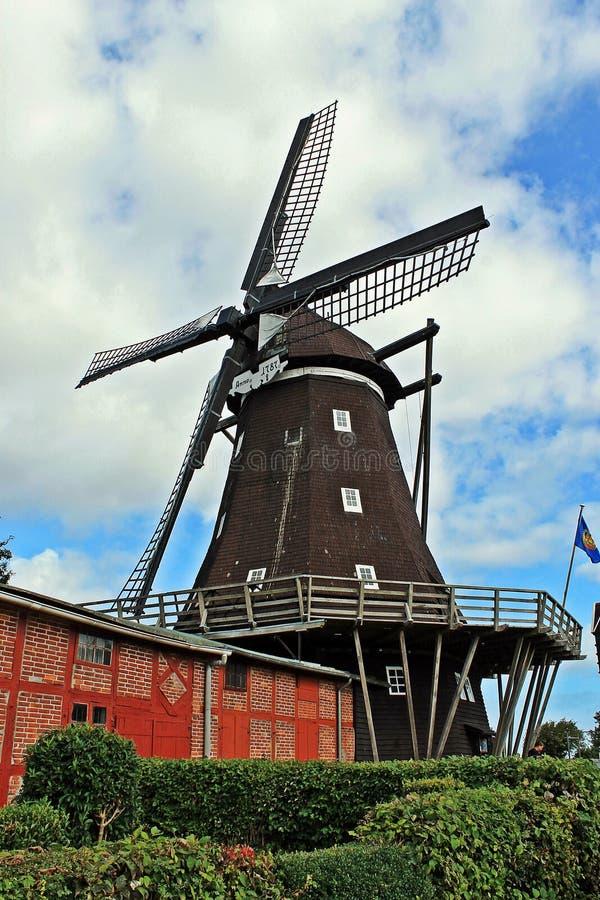 De molen van Lemkenhafen (eiland Fehmarn) stock foto