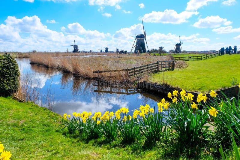 De Molens van Kinderdijk - Nederland stock foto