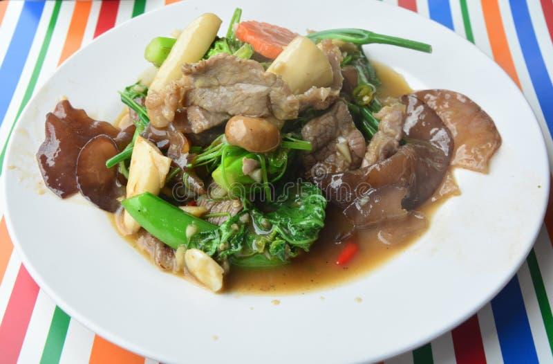 De Mongools-Stijl be*wegen-gebraden groenten royalty-vrije stock afbeelding