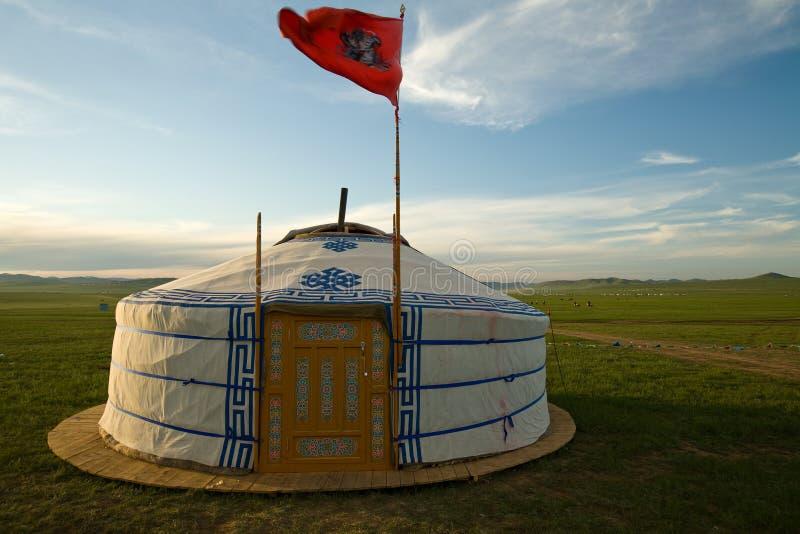 De Mongoolse Ger wth Vlag van de Hemel stock foto's