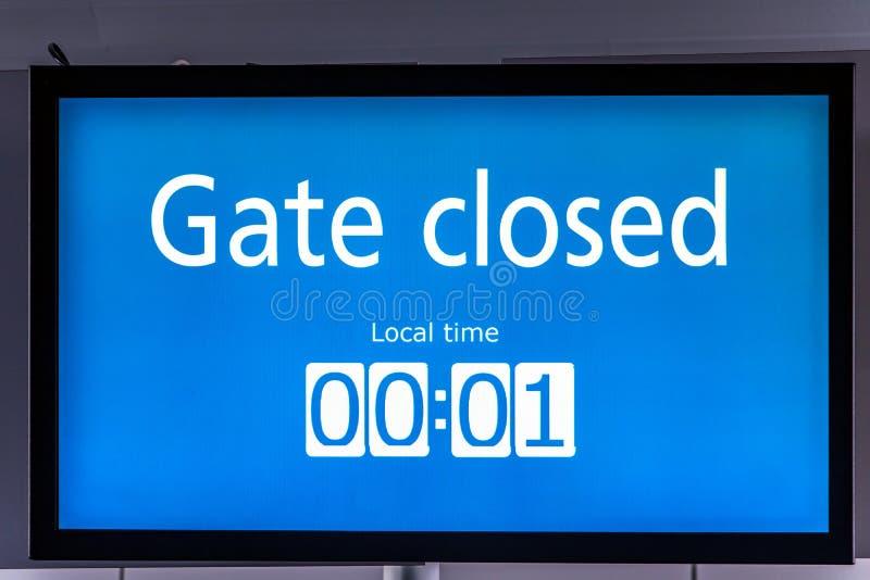 De monitor bij poort bij de luchthaven stock foto's