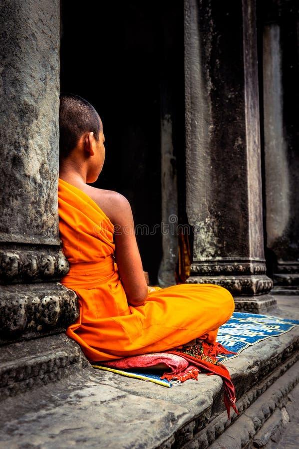 De monnik van Angkorwat De Khmer oude Boeddhistische tempel van Ta Prohm in Cambo royalty-vrije stock fotografie