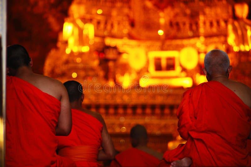 de monniken bidden royalty-vrije stock foto's