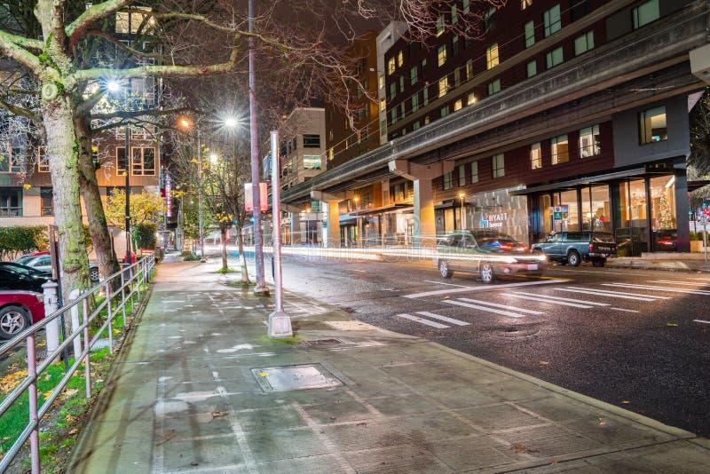 De Monorailsporen van Seattle bij nacht royalty-vrije stock afbeeldingen