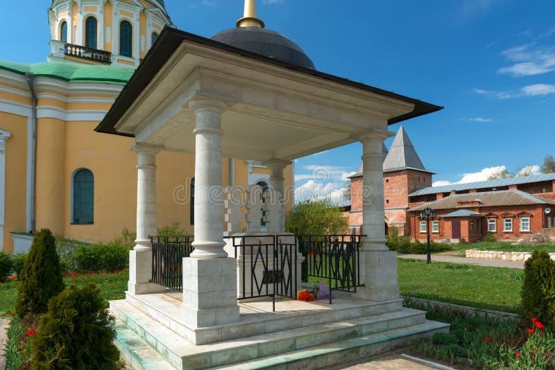 De monument-grafzerk zegende Ryazan Prins Fyodor, zijn vrouw Eupraxia en zoon John in Zaraysk het Kremlin royalty-vrije stock afbeelding