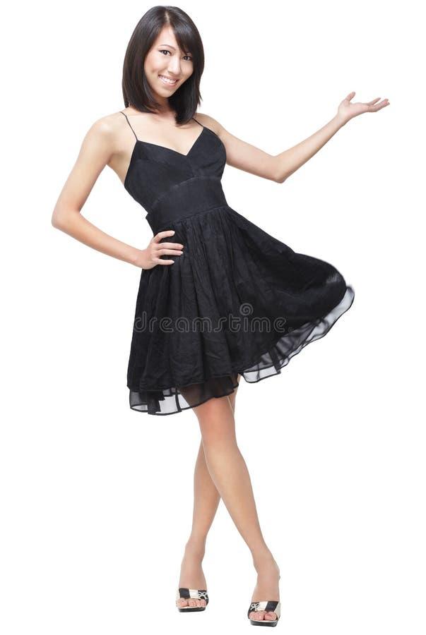 De mooie, Aantrekkelijke Dame stelt voor en heet welkom royalty-vrije stock foto
