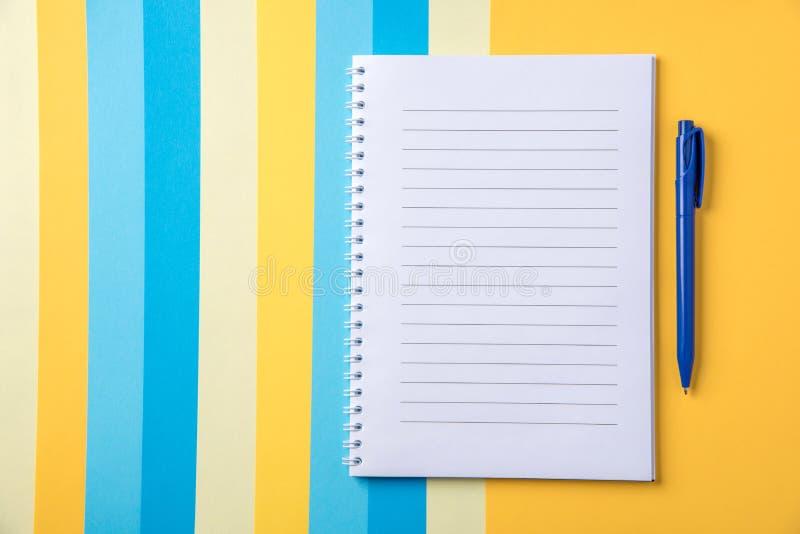 De mooie achtergrond voor zaken en de studie van document van verschillen stock afbeeldingen