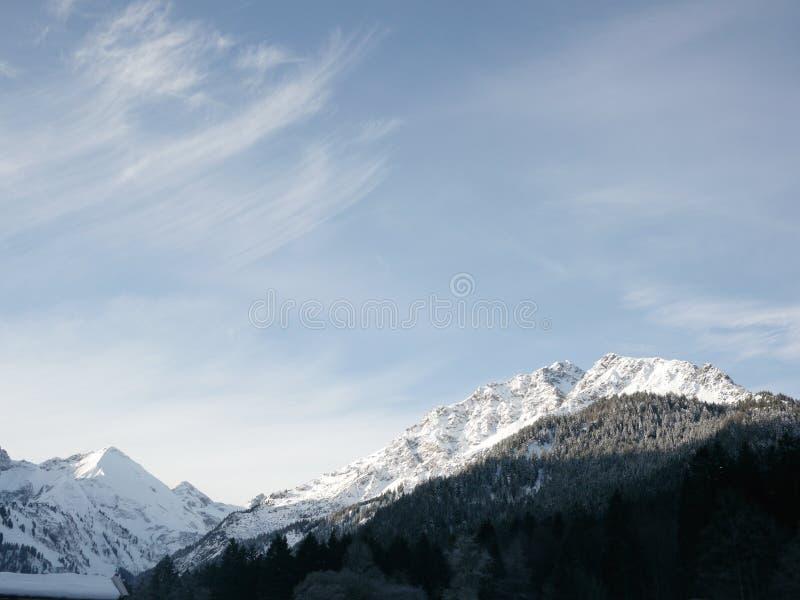De mooie bergachtige landschapswinter stock fotografie