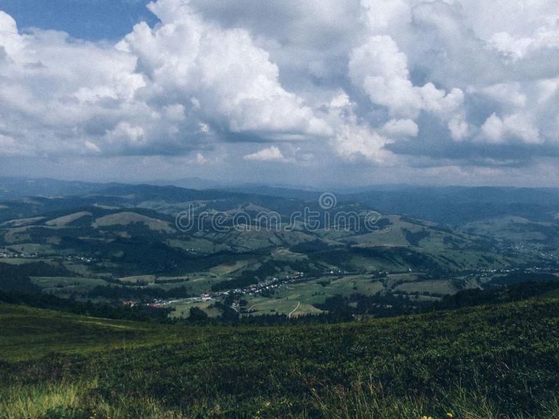 De mooie bergen van de Karpaten royalty-vrije stock afbeeldingen